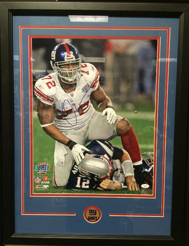 Osi Umenyiora Autographed/Framed Picture